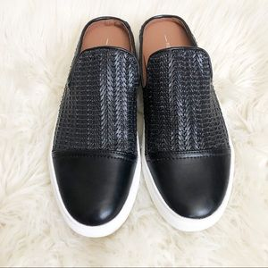 NWOT beautiful Report slip on shoes size 9